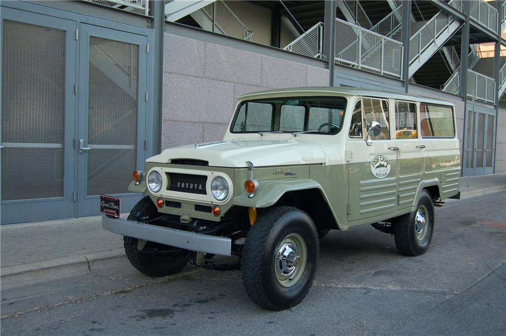 1967 TOYOTA LAND CRUISER 4 DOOR FJ45 - Front 3/4 - 89206