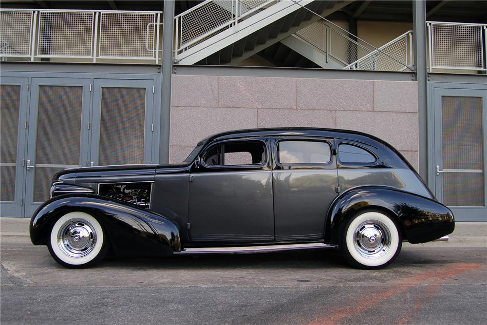1937 BUICK SERIES 60 CUSTOM 4 DOOR SEDAN - Side Profile - 89208