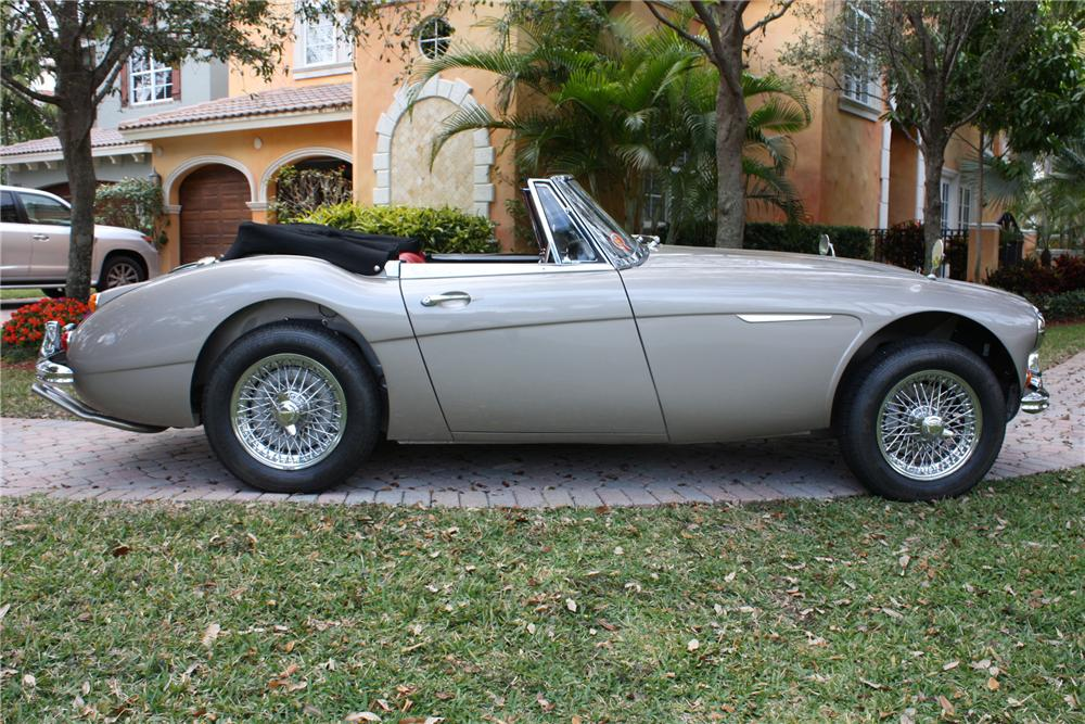 1967 AUSTIN-HEALEY 3000 BJ8 ROADSTER - Side Profile - 89212