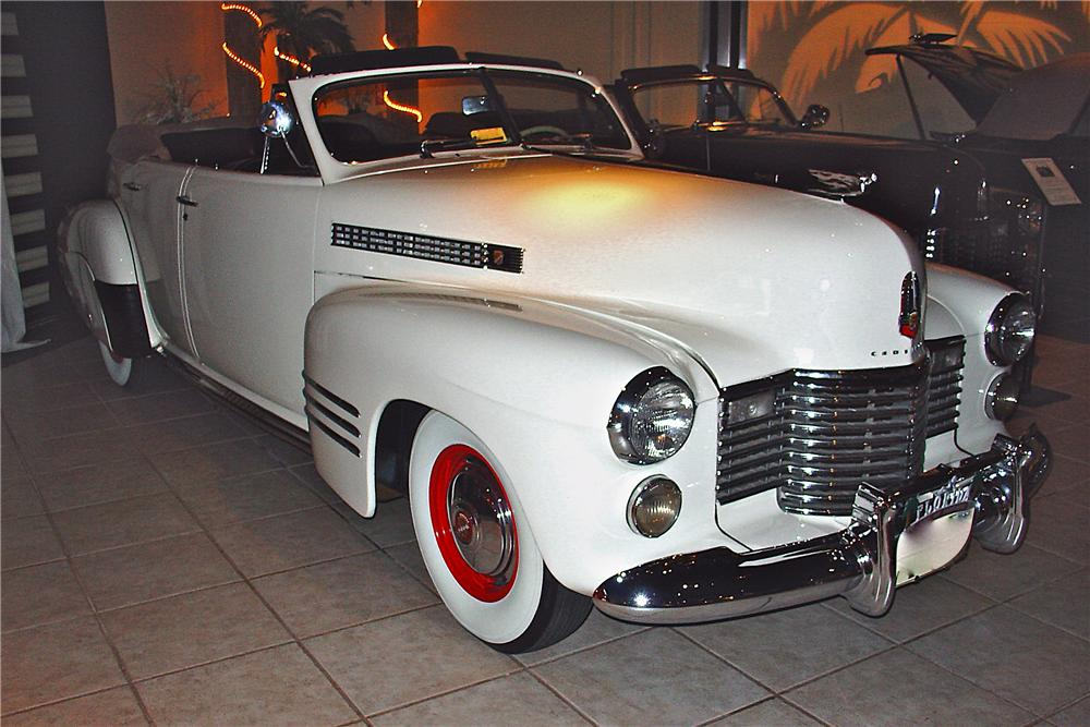 1941 CADILLAC SERIES 62 4 DOOR CONVERTIBLE - Front 3/4 - 89216
