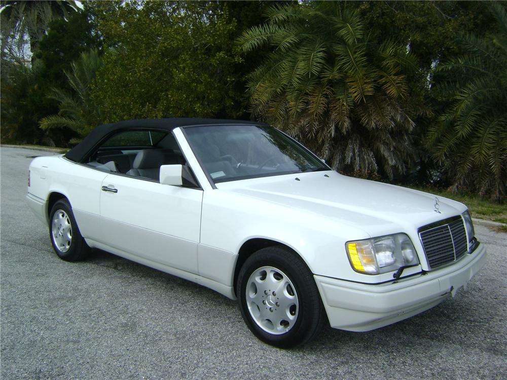1995 MERCEDES-BENZ E320 2 DOOR CONVERTIBLE - Front 3/4 - 89224