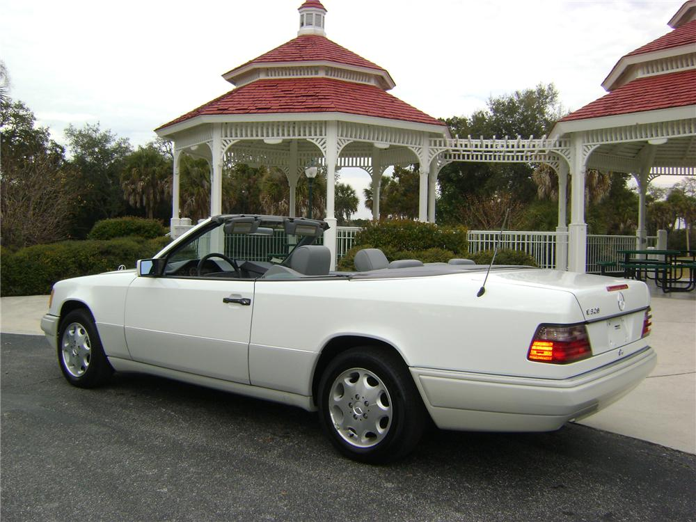 1995 MERCEDES-BENZ E320 2 DOOR CONVERTIBLE - Side Profile - 89224