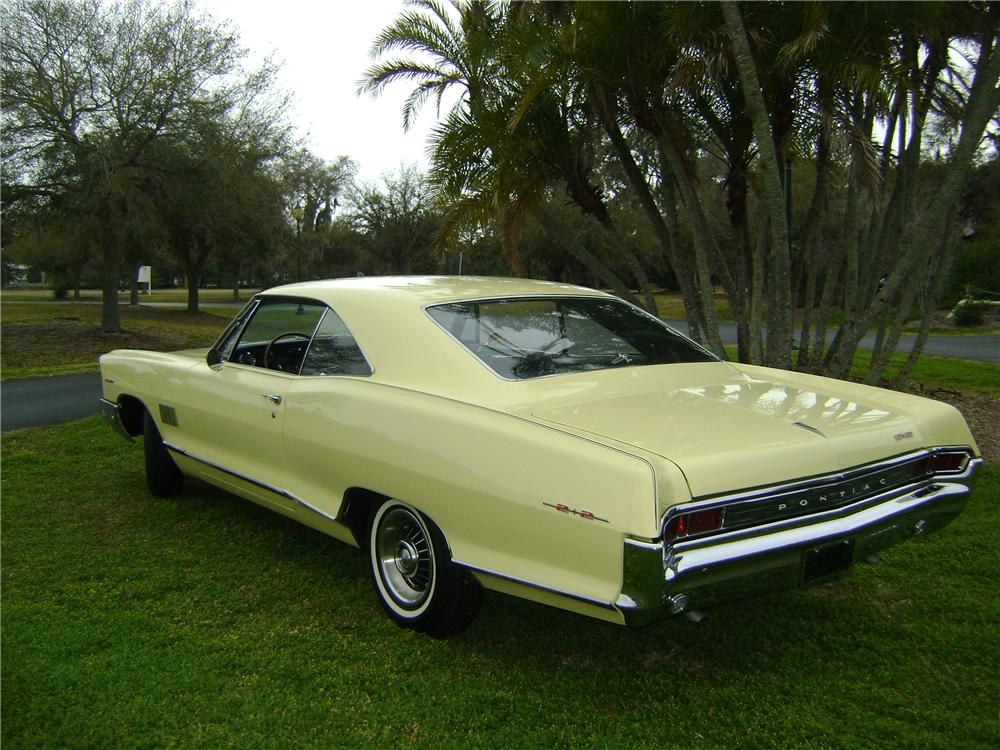 1965 PONTIAC CATALINA 2 DOOR HARDTOP 2+2 - Rear 3/4 - 89326