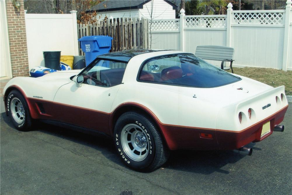 1982 CHEVROLET CORVETTE 2 DOOR COUPE - Rear 3/4 - 89329