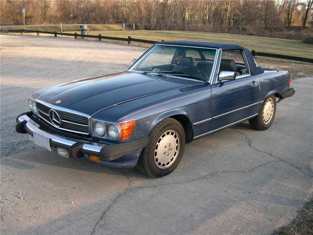 1986 MERCEDES-BENZ 560SL CONVERTIBLE - Front 3/4 - 89574