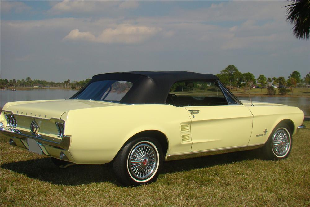1967 FORD MUSTANG CONVERTIBLE - Rear 3/4 - 89575