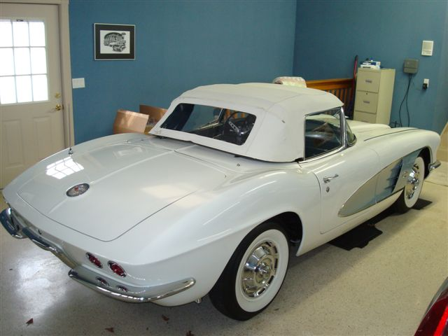 1961 CHEVROLET CORVETTE 2 DOOR CONVERTIBLE - Front 3/4 - 89719