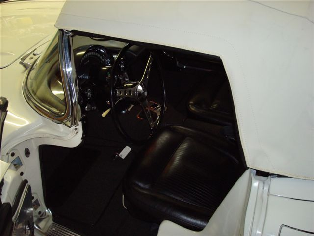 1961 CHEVROLET CORVETTE 2 DOOR CONVERTIBLE - Interior - 89719