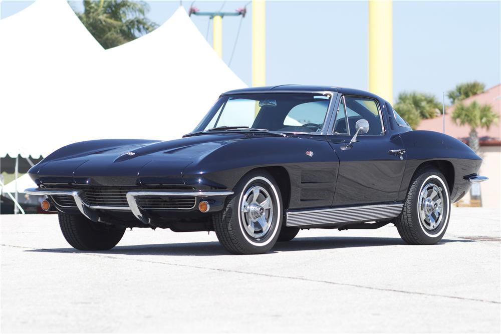 1963 CHEVROLET CORVETTE COUPE - Front 3/4 - 89877