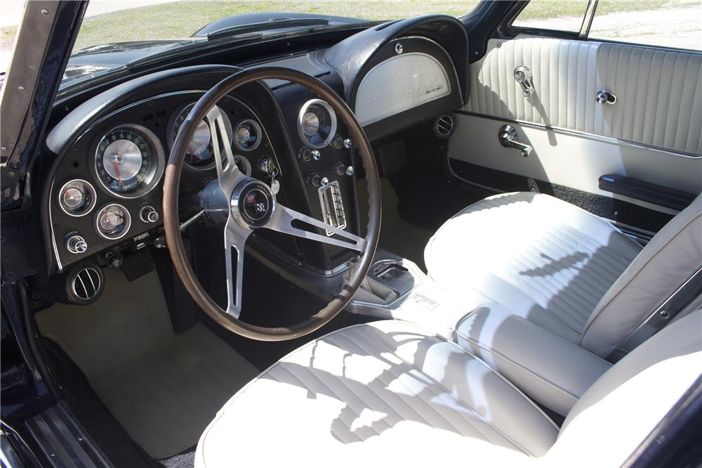 1963 CHEVROLET CORVETTE COUPE - Interior - 89877