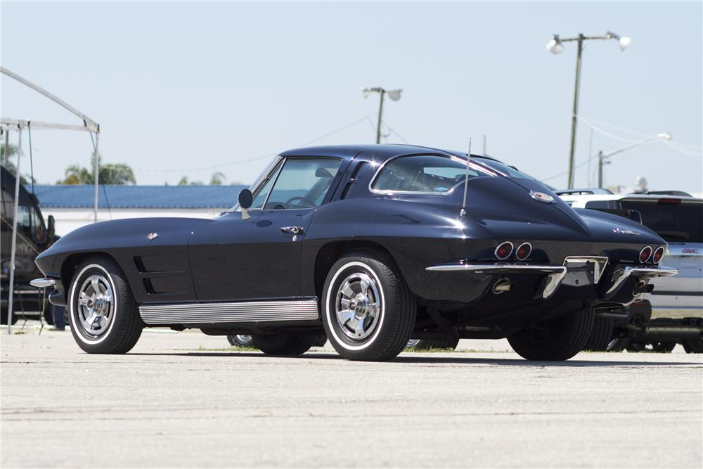 1963 CHEVROLET CORVETTE COUPE - Rear 3/4 - 89877