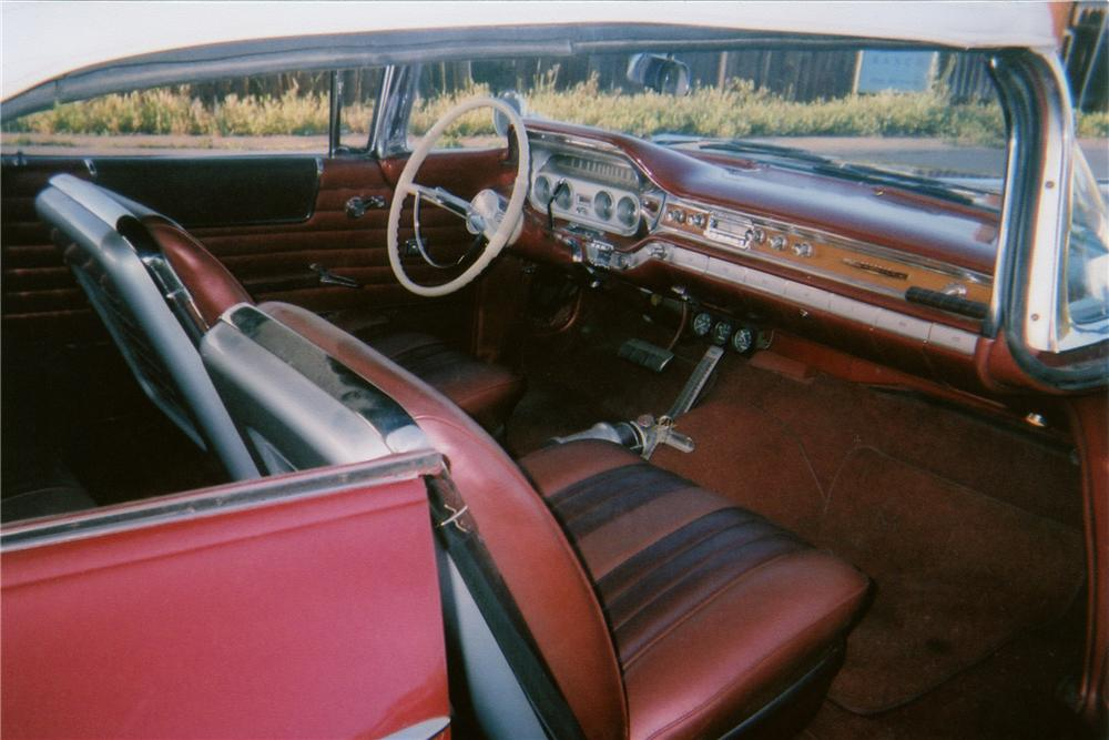 1960 PONTIAC BONNEVILLE CUSTOM CONVERTIBLE - Interior - 90912
