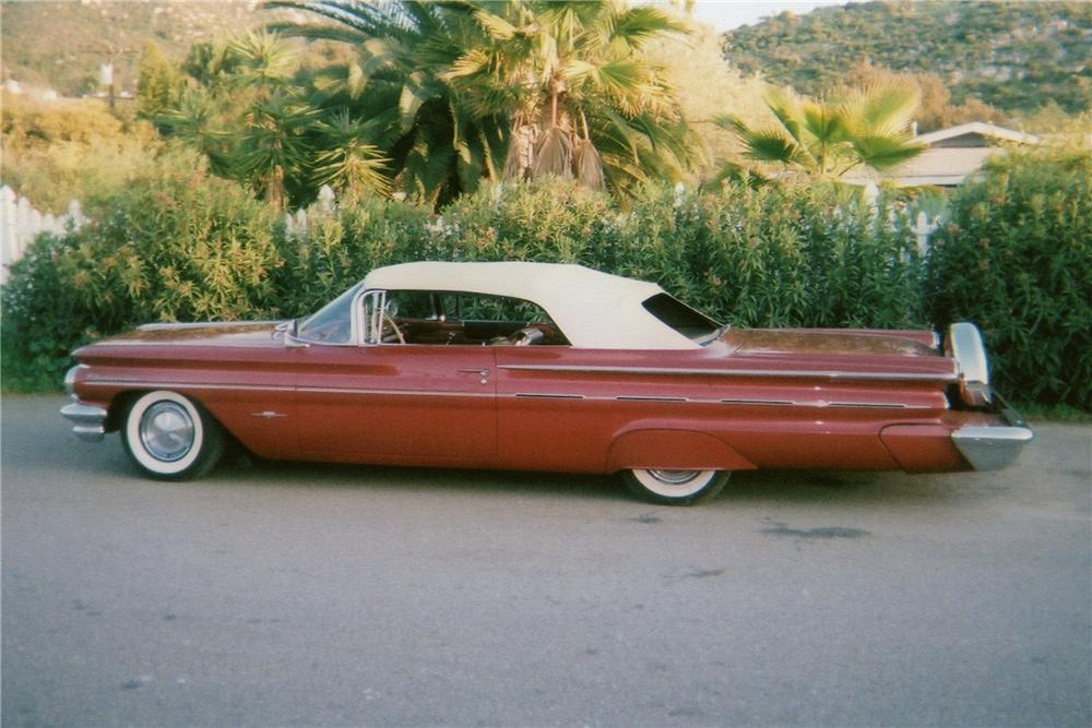 1960 PONTIAC BONNEVILLE CUSTOM CONVERTIBLE - Side Profile - 90912