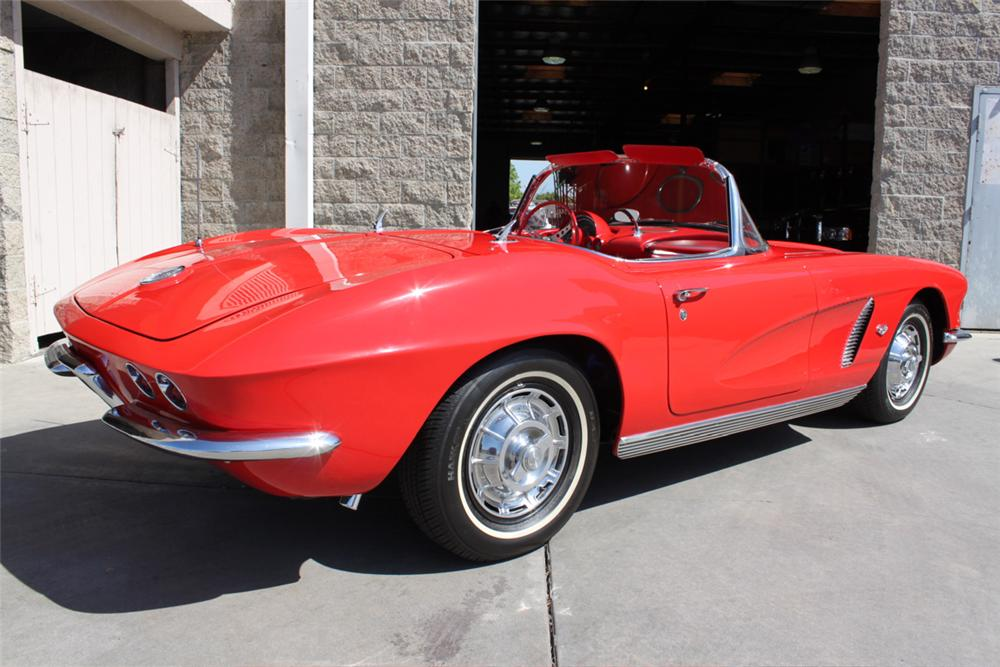 1962 CHEVROLET CORVETTE CONVERTIBLE - Rear 3/4 - 90933