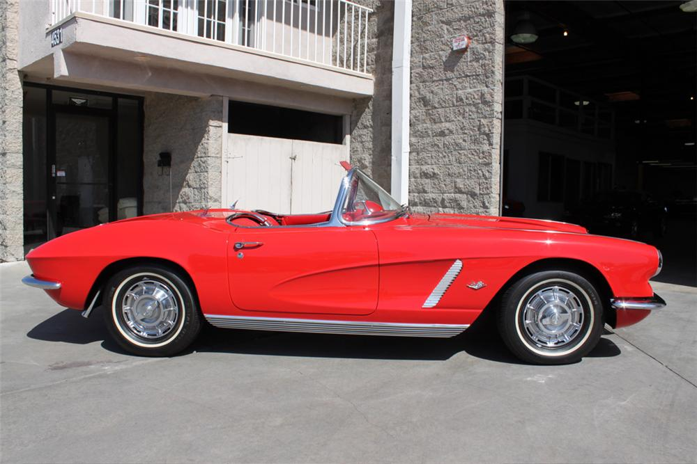 1962 CHEVROLET CORVETTE CONVERTIBLE - Side Profile - 90933