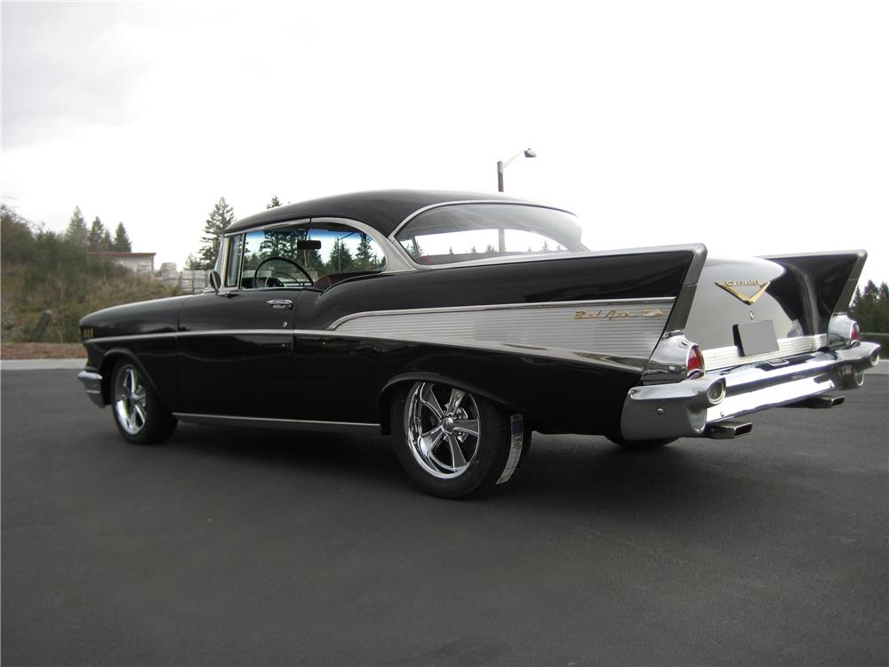 1957 CHEVROLET BEL AIR 2 DOOR CUSTOM COUPE - Rear 3/4 - 90951