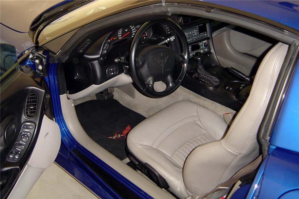 2002 CHEVROLET CORVETTE COUPE - Interior - 90979