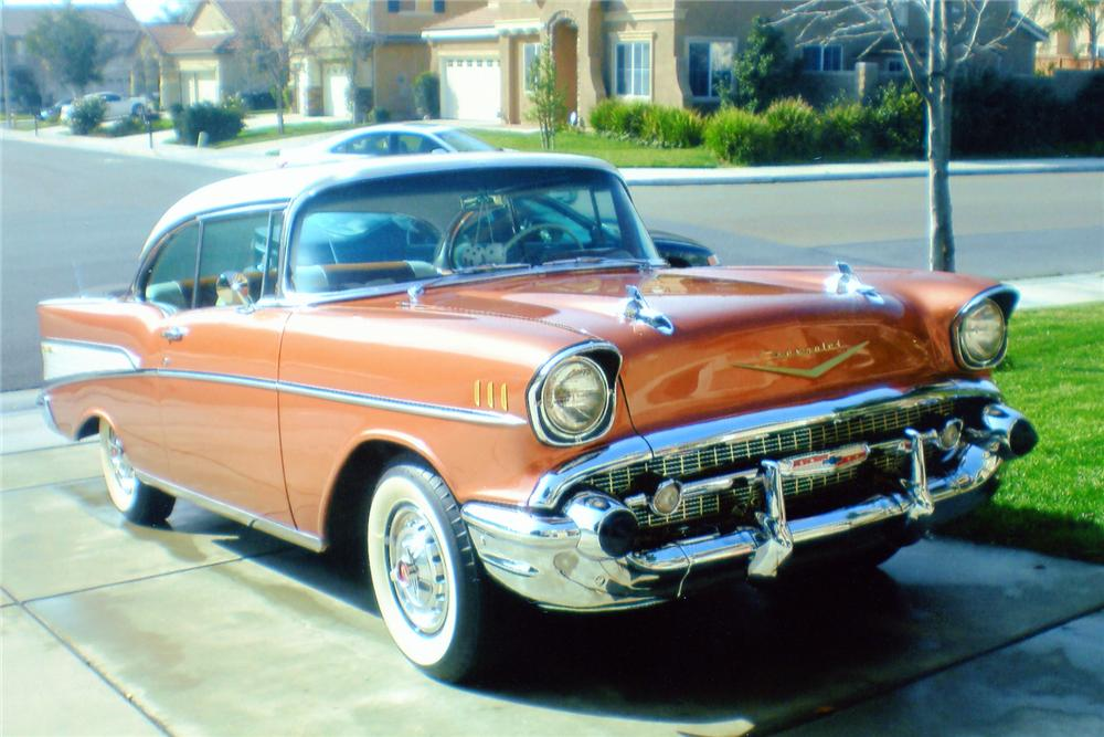 1957 CHEVROLET BEL AIR SPORT COUPE - Front 3/4 - 90983