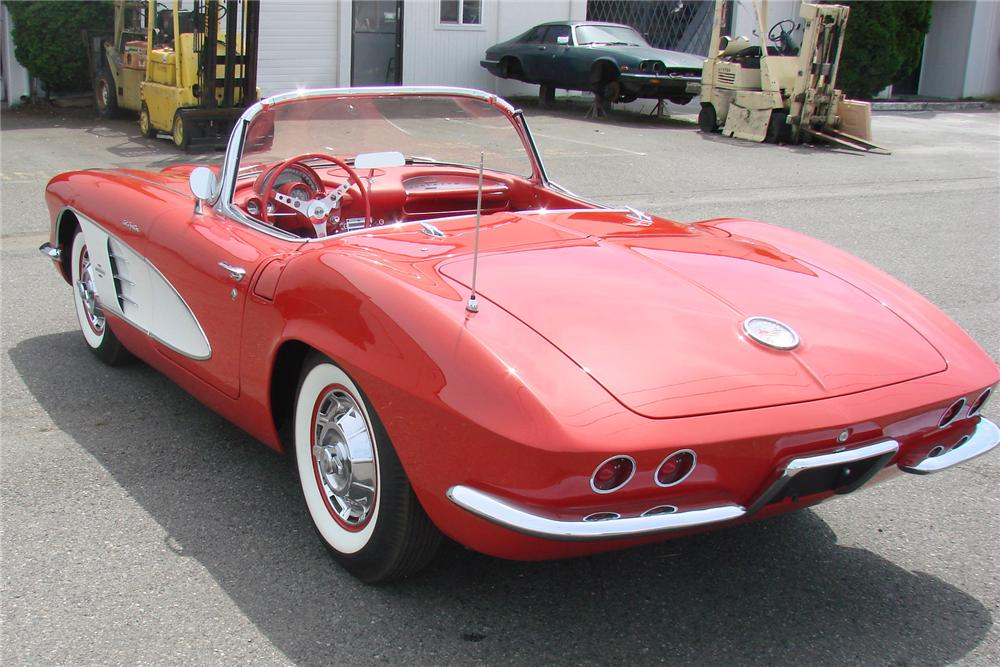 1961 CHEVROLET CORVETTE CONVERTIBLE - Rear 3/4 - 90984