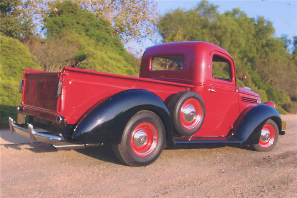 1938 FORD CUSTOM PICKUP TRUCK - Rear 3/4 - 90988