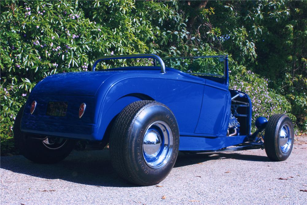 1932 FORD ROADSTER HOT ROD - Rear 3/4 - 90989