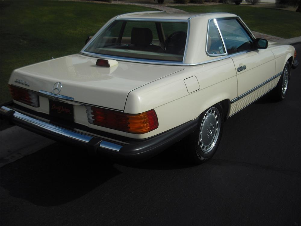 1986 MERCEDES-BENZ 560SL 2 DOOR CONVERTIBLE - Rear 3/4 - 91047