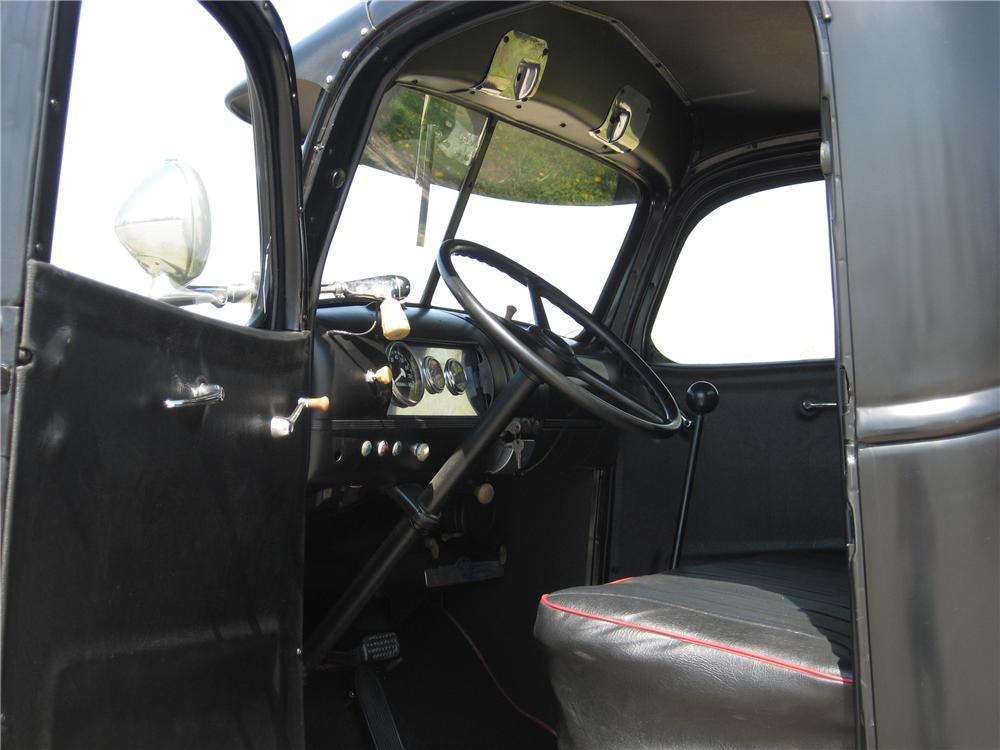 1940 GMC 100 CUSTOM PICKUP - Interior - 91064