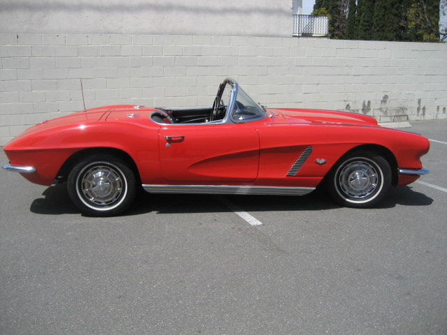 1962 CHEVROLET CORVETTE CONVERTIBLE - Side Profile - 91070