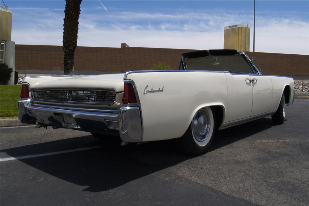 1962 LINCOLN CONTINENTAL CONVERTIBLE - Rear 3/4 - 91080