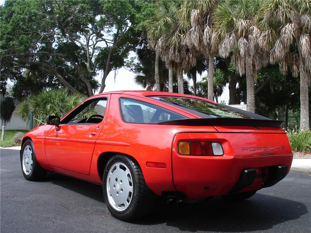 1985 PORSCHE 928S COUPE - Rear 3/4 - 91218