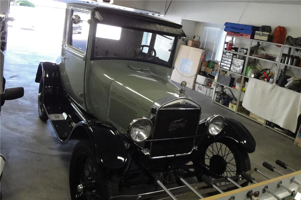 1927 FORD MODEL T COUPE - Front 3/4 - 91684