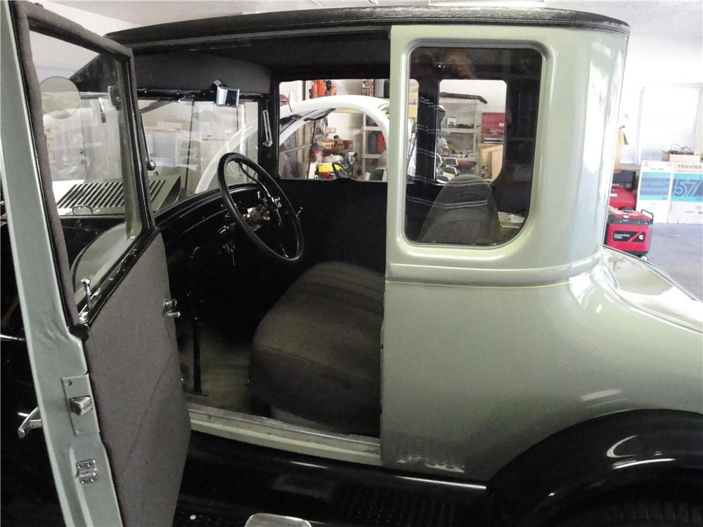 1927 FORD MODEL T COUPE - Interior - 91684