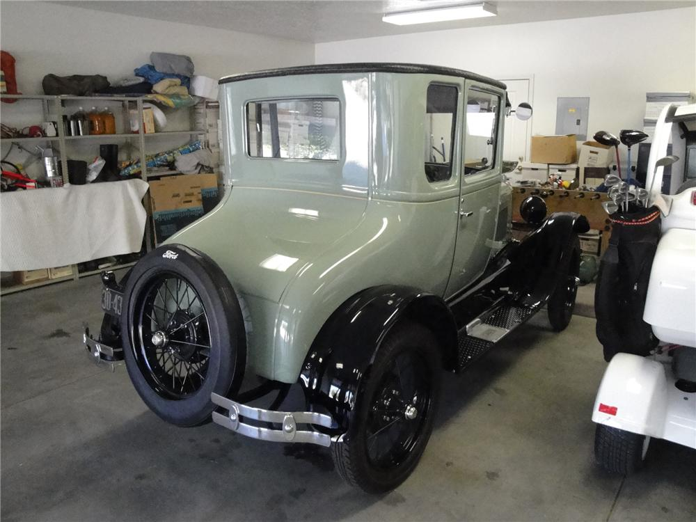 1927 FORD MODEL T COUPE - Rear 3/4 - 91684