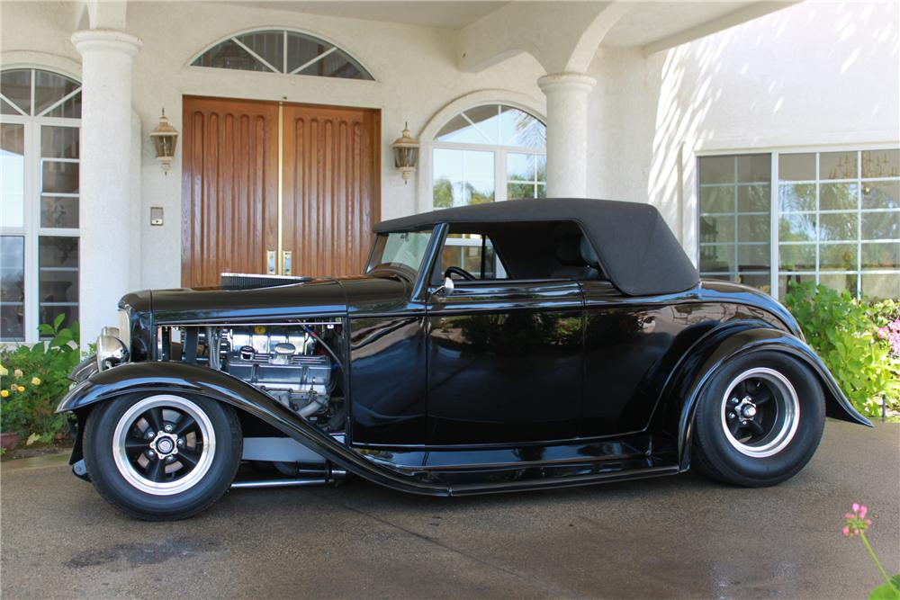 1932 FORD 2 DOOR CABRIOLET - Side Profile - 91689