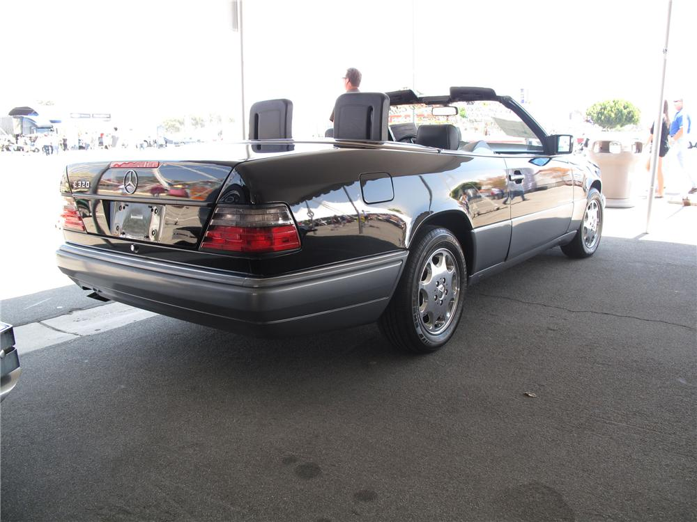 1995 MERCEDES-BENZ E320 CABRIOLET - Rear 3/4 - 91735