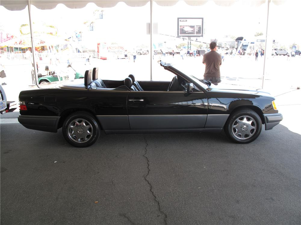 1995 MERCEDES-BENZ E320 CABRIOLET - Side Profile - 91735