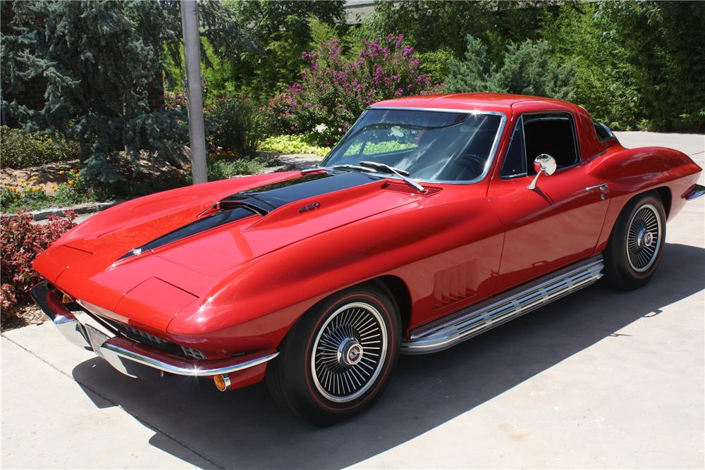 1967 CHEVROLET CORVETTE COUPE - Front 3/4 - 93221