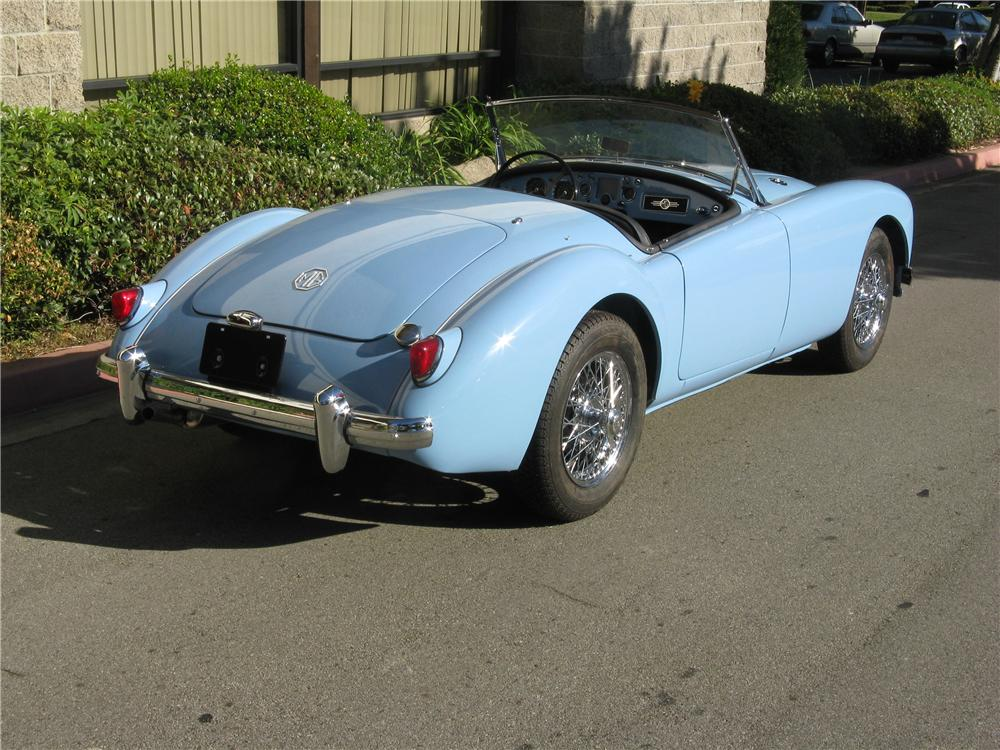 1957 MGA 1500 ROADSTER - Rear 3/4 - 93248