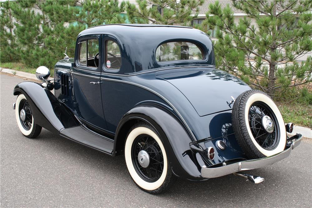 1933 CHEVROLET DELUXE 2 DOOR COUPE - Rear 3/4 - 93302