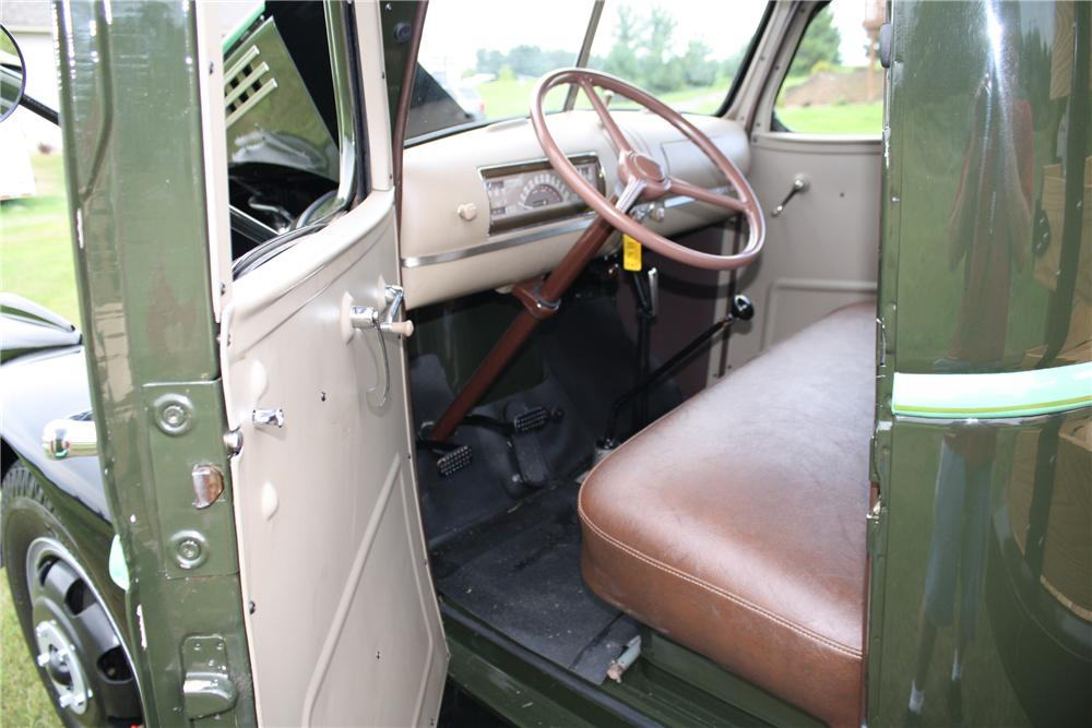 1946 CHEVROLET FLATBED TRUCK - Interior - 93304