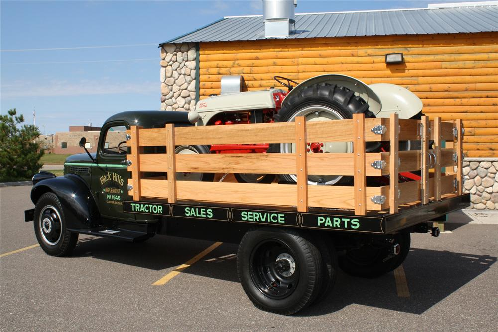 1946 CHEVROLET FLATBED TRUCK - Rear 3/4 - 93304