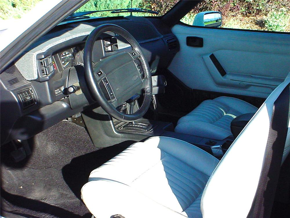 1993 FORD MUSTANG CONVERTIBLE - Interior - 93343