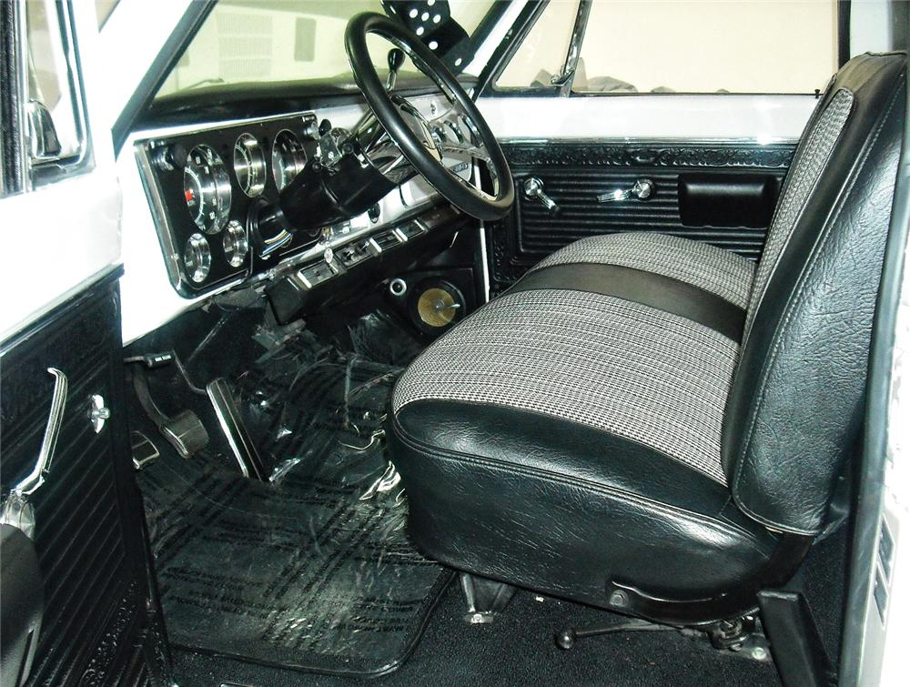 1969 CHEVROLET C-10 CUSTOM PICKUP - Interior - 93387