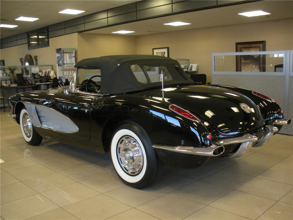 1960 CHEVROLET CORVETTE CONVERTIBLE - Rear 3/4 - 93394
