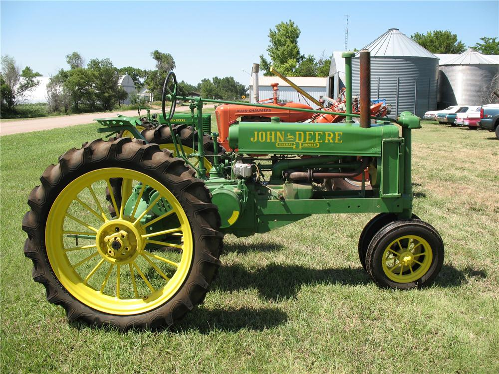 1935 JOHN DEERE B TRACTOR - Side Profile - 93475