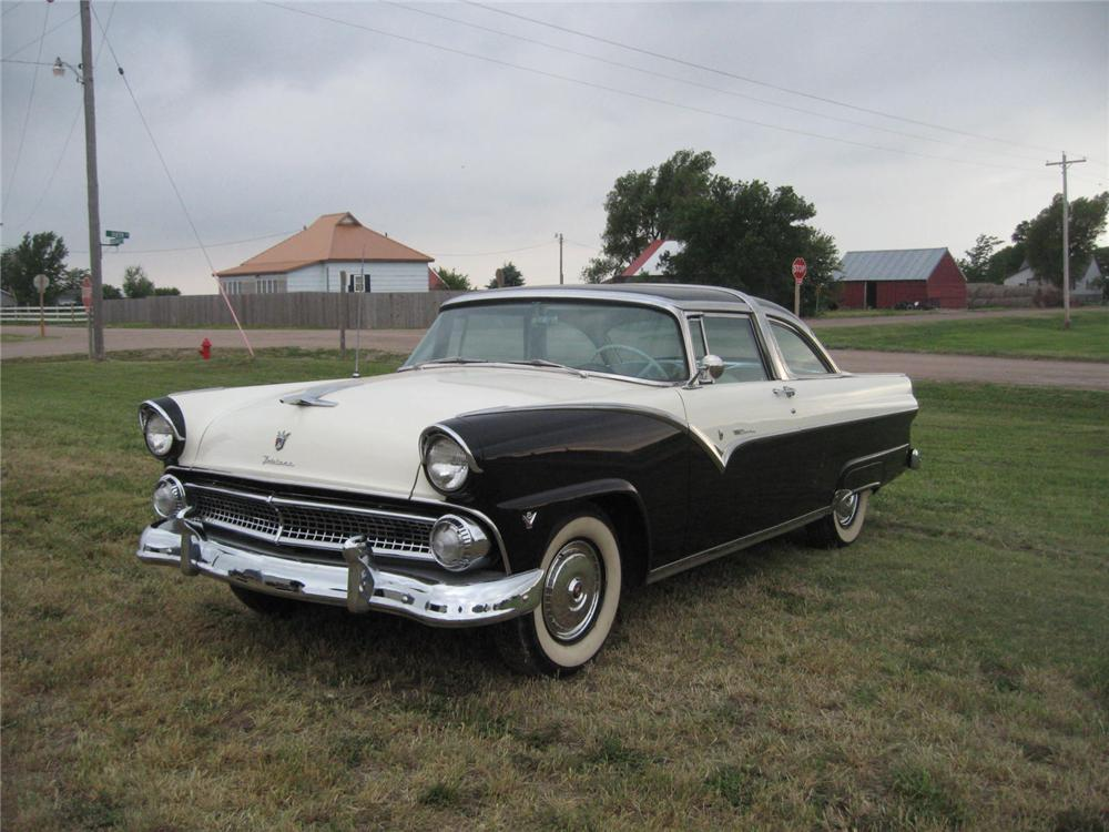 1955 FORD FAIRLANE CROWN VICTORIA 2 DOOR HARDTOP - Front 3/4 - 93486