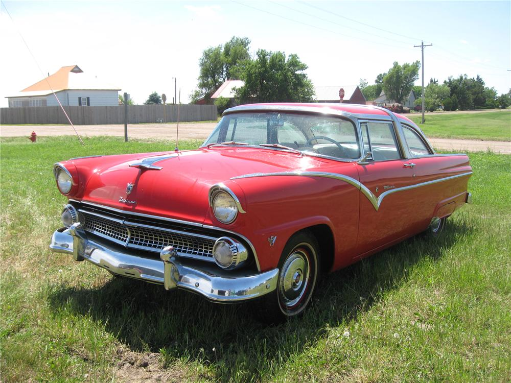 1955 FORD FAIRLANE CROWN VICTORIA 2 DOOR HARDTOP - Front 3/4 - 93487