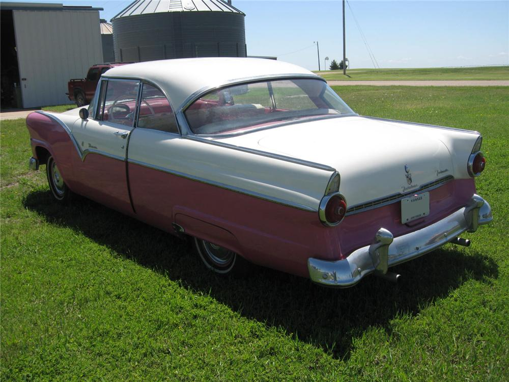 1955 FORD FAIRLANE VICTORIA 2 DOOR HARDTOP - Rear 3/4 - 93489