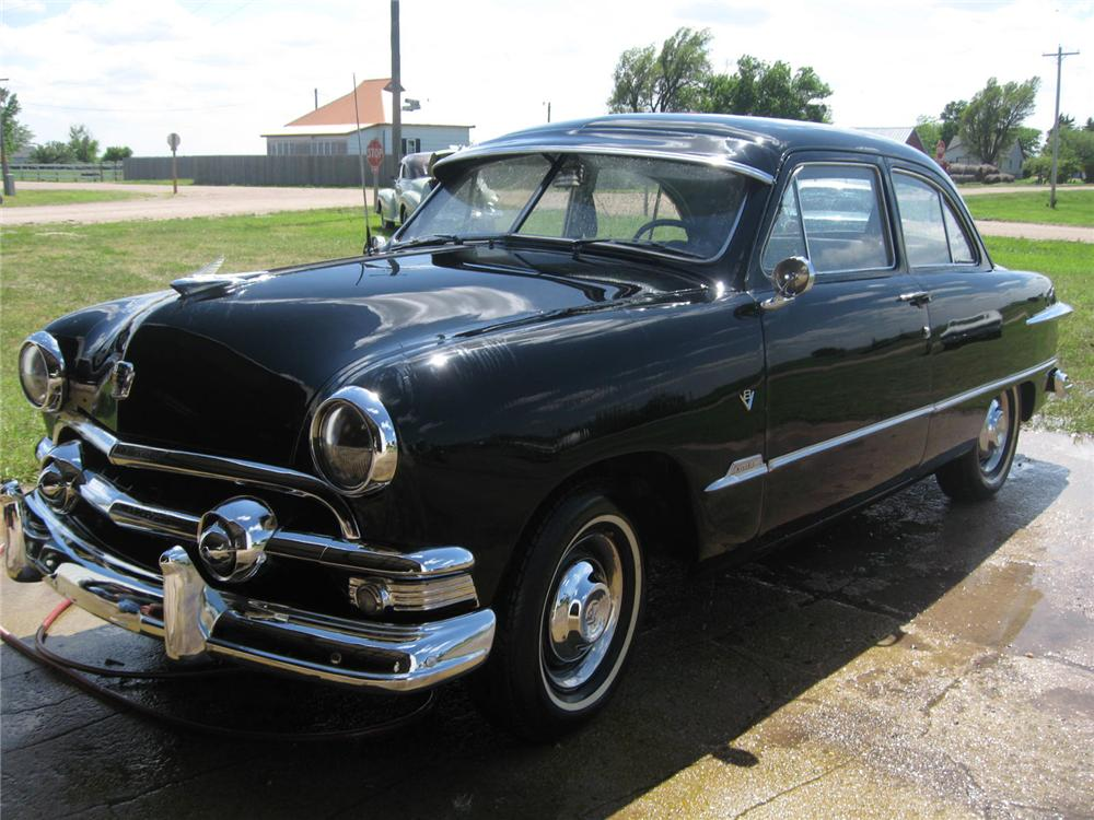 1951 FORD 2 DOOR COUPE - Front 3/4 - 93499