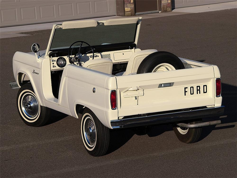 1966 FORD BRONCO ROADSTER - Rear 3/4 - 93517